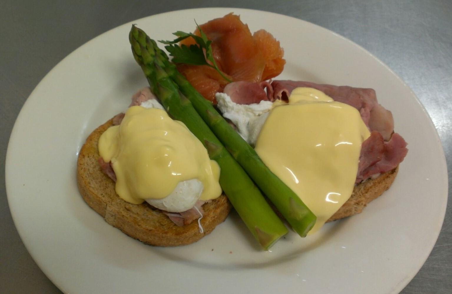 House of Anvers Cafe Eggs benedict